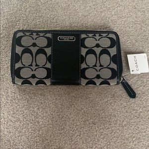 Coach wallet NEVER USED with tags